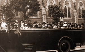 Women's Own charabanc  outing, 1925